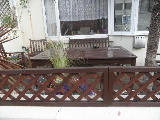 Brampton Guesthouse: garden