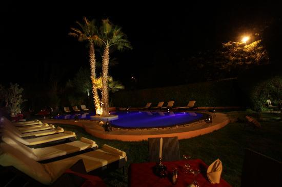 Restaurant du Red House : piscine nuit
