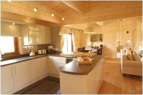 Fynn Valley Holidays: Cowslip's well equipped Kitchen