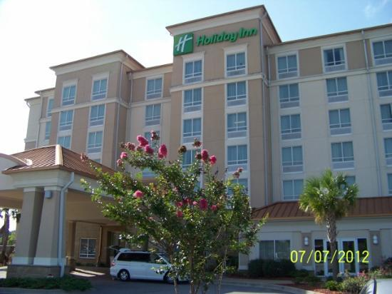 Holiday Inn Hotel & Conference Center: Front of hotel