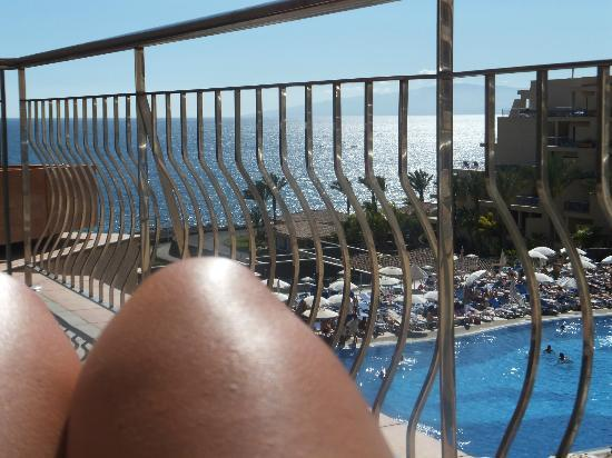 Son with pool to himself picture of clubhotel riu buena for Balcony sunbathing