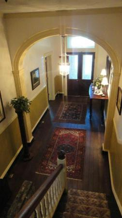 Rachael's Dowry Bed and Breakfast : View of the foyer from the stairs