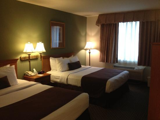Lake Hartwell Inn & Suites: Queen/Queen Room
