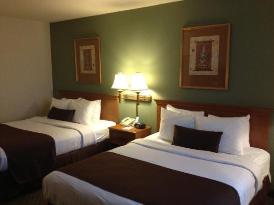 Lake Hartwell Inn & Suites: Queen/Queen