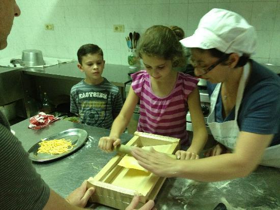 Agriturismo L'Uliveto : Learning to make Pasta alla Chitarra