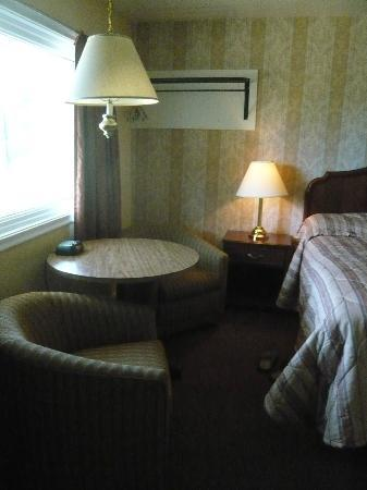 Kingston Motel East: King room