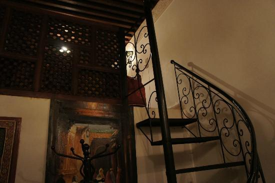 Dar Kenza: stairway leading to loft area of our private room