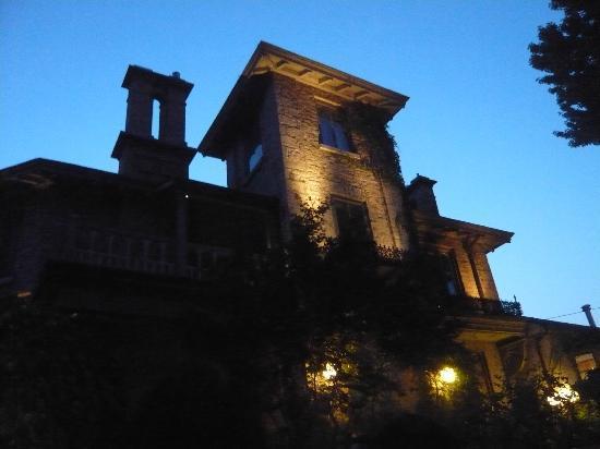 The Haunted Walk of Kingston: a haunted inn in downtown Kingston