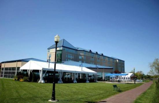 Ramada Plaza Geneva Lakefront Resort: Pier House Canopy