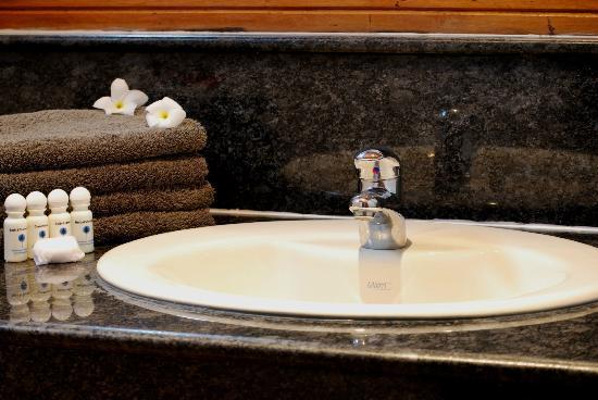 Kalla Bongo Lake Resort : Bathroom Lagoon room