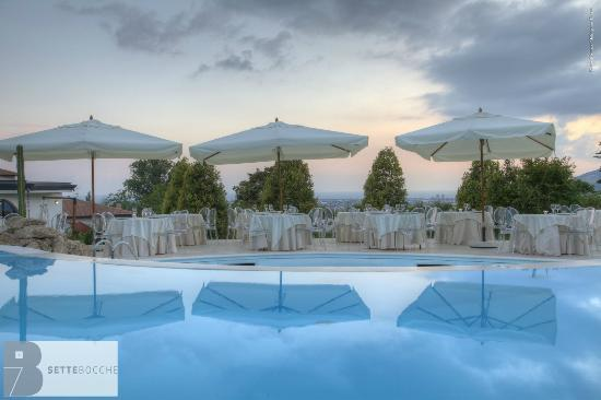 Faiano, Italia: Cena a bordo piscina