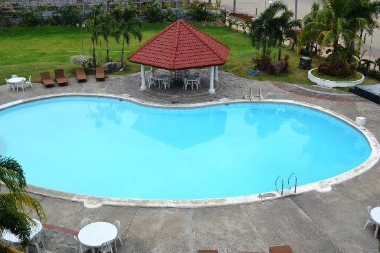Vista Marina Hotel: pool area