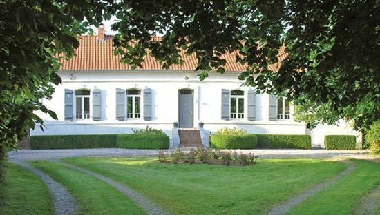 La Ferme de Beaupre: Entrance to farmhouse