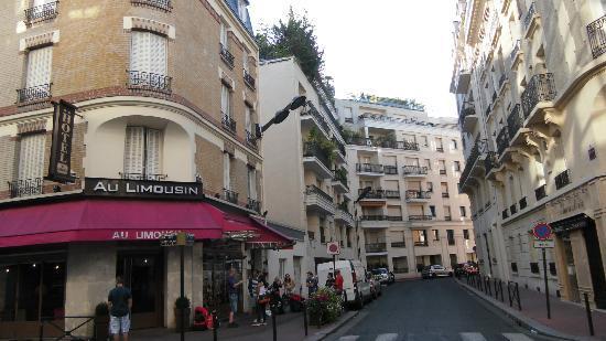 Hotel Au Limousin : Hotel und anschließende Straße