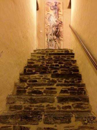 L' Biao Cotentin : escaliers vers une partie des chambres.
