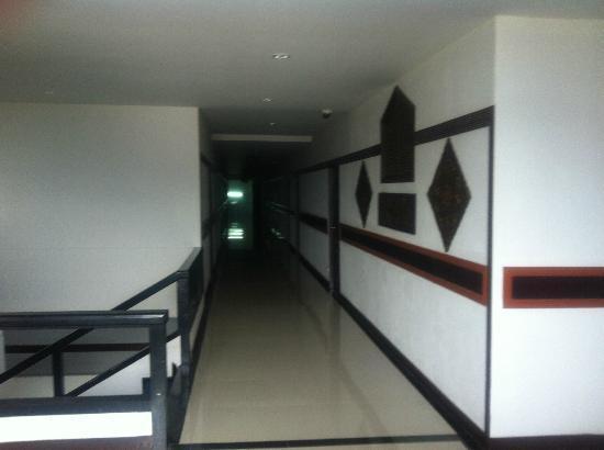 Bua Raya Hotel: 清潔な廊下