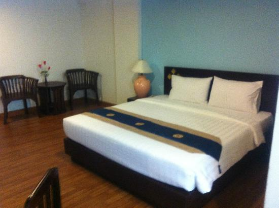 Bua Raya Hotel : 部屋、ベッド
