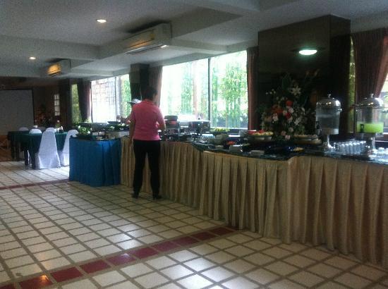 Bua Raya Hotel : 朝食、食堂 バイキング日替わり