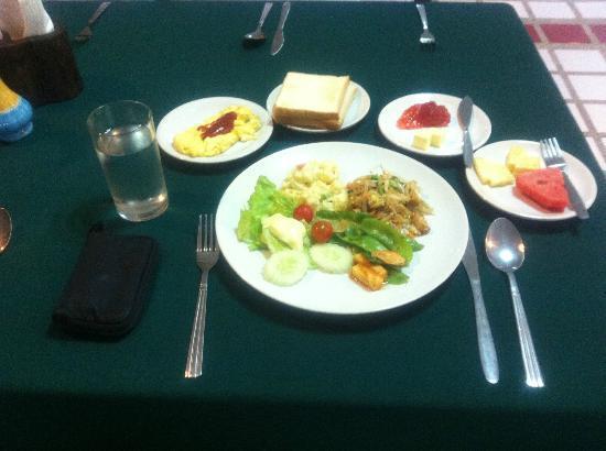 Bua Raya Hotel : 朝食、バイキング日替わり