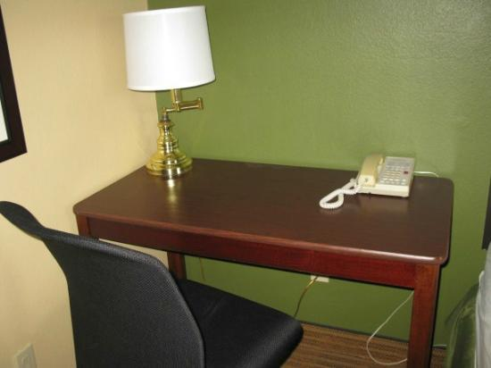 Extended Stay America - St. Petersburg - Clearwater - Executive Dr.: Computer Desk