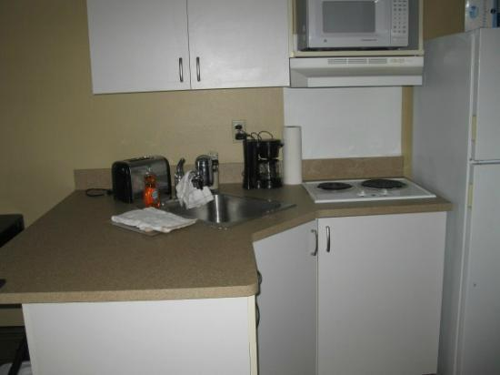 Extended Stay America - St. Petersburg - Clearwater - Executive Dr.: Kitchen