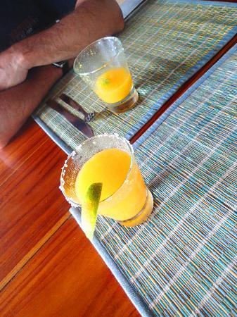 La Manta : Mango Margaritas!