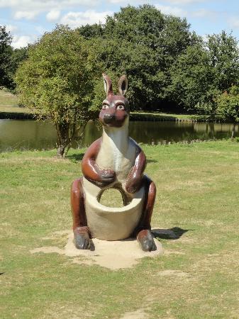 Le Jardin des Kangourous : statue pour prendre des photos avec les enfants
