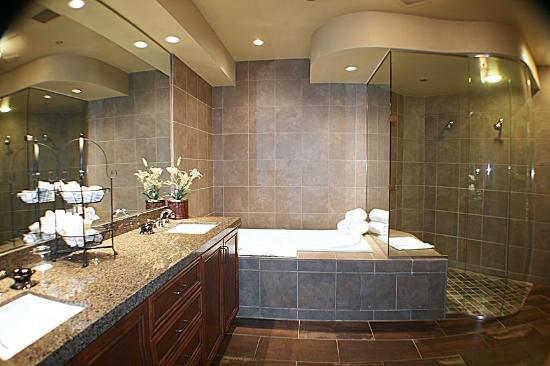 The Lodge at Feather Falls Casino: Pres Suite Bath