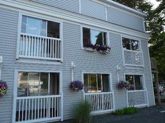 SeaCoast Inn: View from parking lot