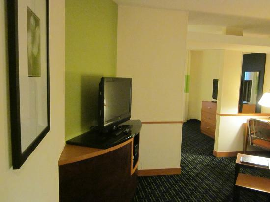 Fairfield Inn & Suites Wilmington/Wrightsville Beach: nice flat screen TV, but no channel listings sheet