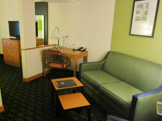 Fairfield Inn & Suites Wilmington/Wrightsville Beach: the table in front of the sofa was broken