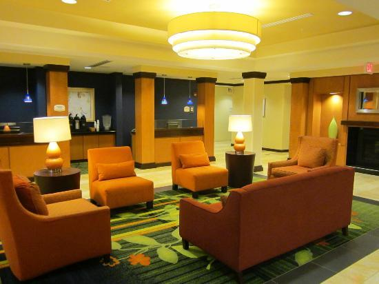 Fairfield Inn & Suites Wilmington/Wrightsville Beach: nice lounge