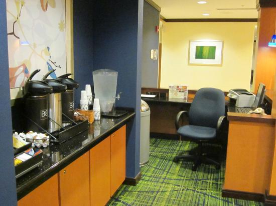 Fairfield Inn & Suites Wilmington/Wrightsville Beach : lots of good coffee