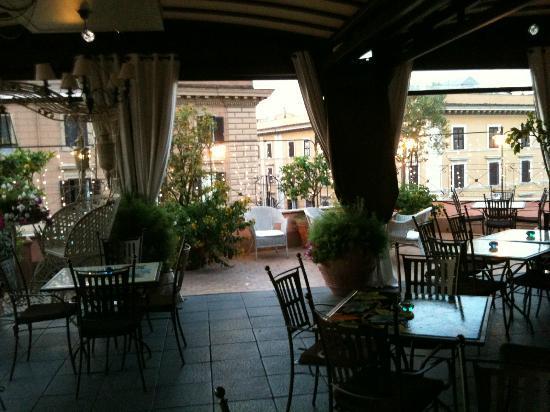 โรงแรมได คอนโซลิ: La Terrazza dei Consoli