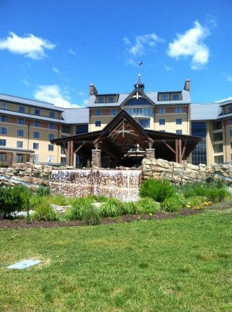 Mount Airy Casino Resort: Resort Front, Hotel Side