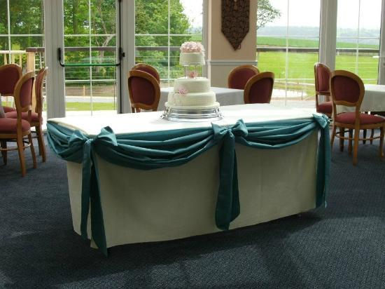Beggars Reach Hotel: Cake table in the Orangery