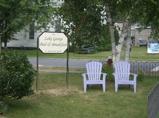 Lake George Bed and Breakfast: Great place to sit and watchy people