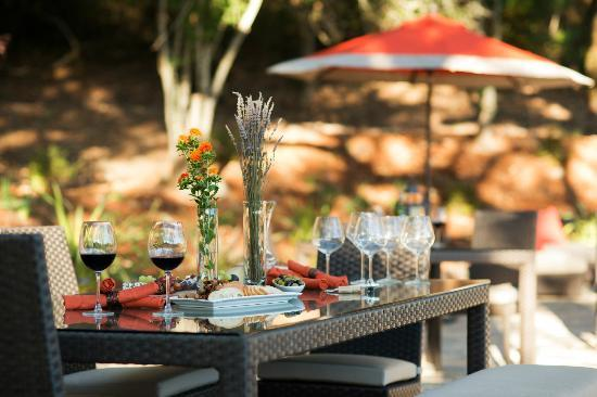 Olea Hotel: Wine tasting on the terrace