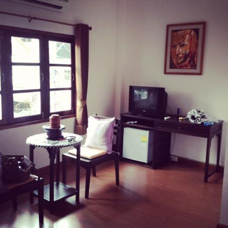 Baan Klang Vieng Hostel: our room part 2