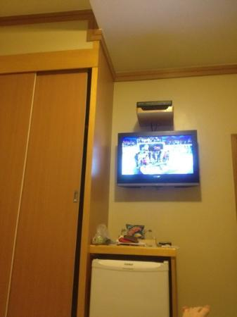 Hotel Vermont: tv e armario quarto superior