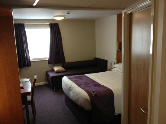 Premier Inn High Wycombe Central Hotel: Room 201