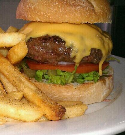 Dockside Grill: cheese burger