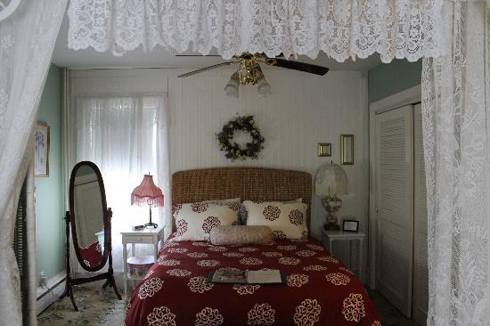 The Dormer House: Mary Franklin Suite- Bedroom