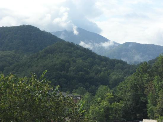 River Terrace Resort & Convention Center: View of Mt. Le Conte from River Terrace Room Balcony