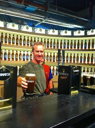 Guinness Storehouse: Pour your own Guiness pint