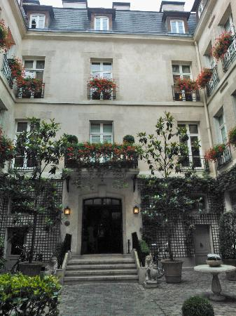 Relais Christine: Courtyard