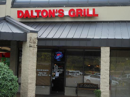 Dalton's Grill: Store Front