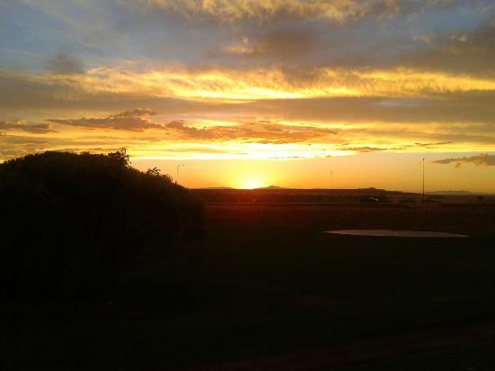 BEST WESTERN Paradise Inn & Resort: Sunset from back of hotel 7-28-2012