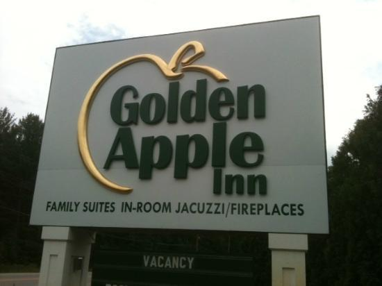 Golden Apple Inn: Name of motel