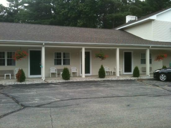 Golden Apple Inn: Outside picture of motel